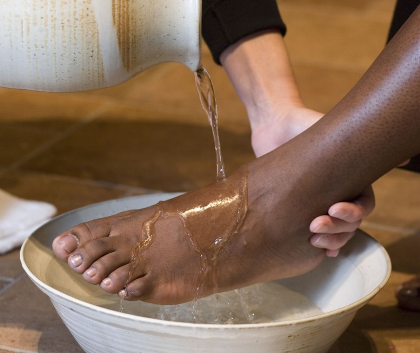 Photo credit : http://www.interpretermagazine.org/topics/washing-feet-a-dream-for-a-servant